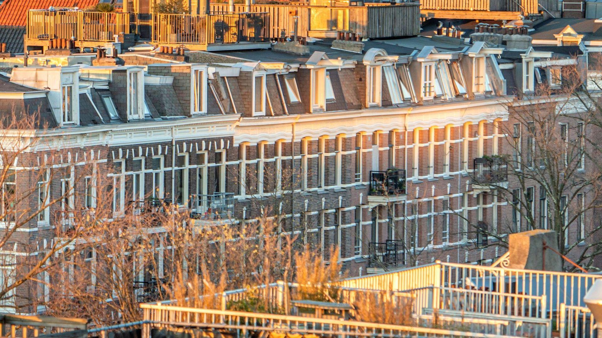 Huizenprijzen Amsterdam blijven stijgen ondanks coronacrisis (Bron: AT5)